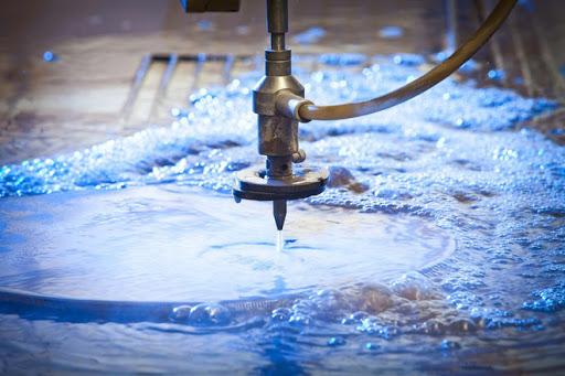 robot cắt bằng tia nước